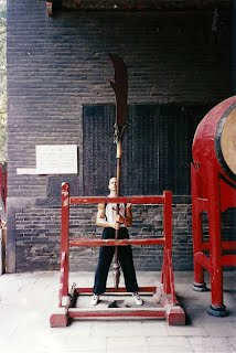 Si-Gung Frank lifting General Guan Yu's Kwan Do - 1998